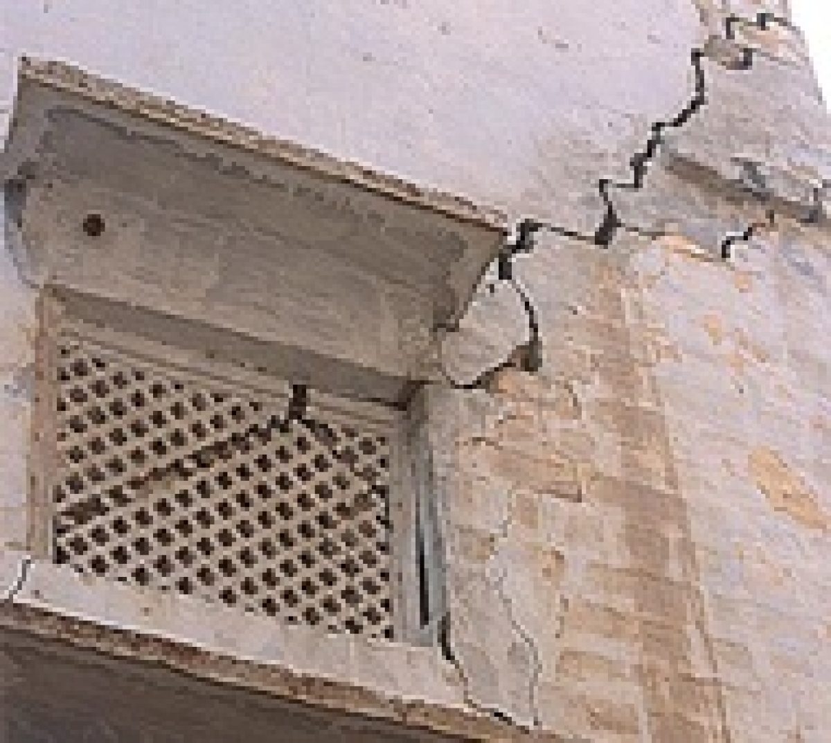 Quake: 5 persons injured in Mizoram, cracks appear in buildings