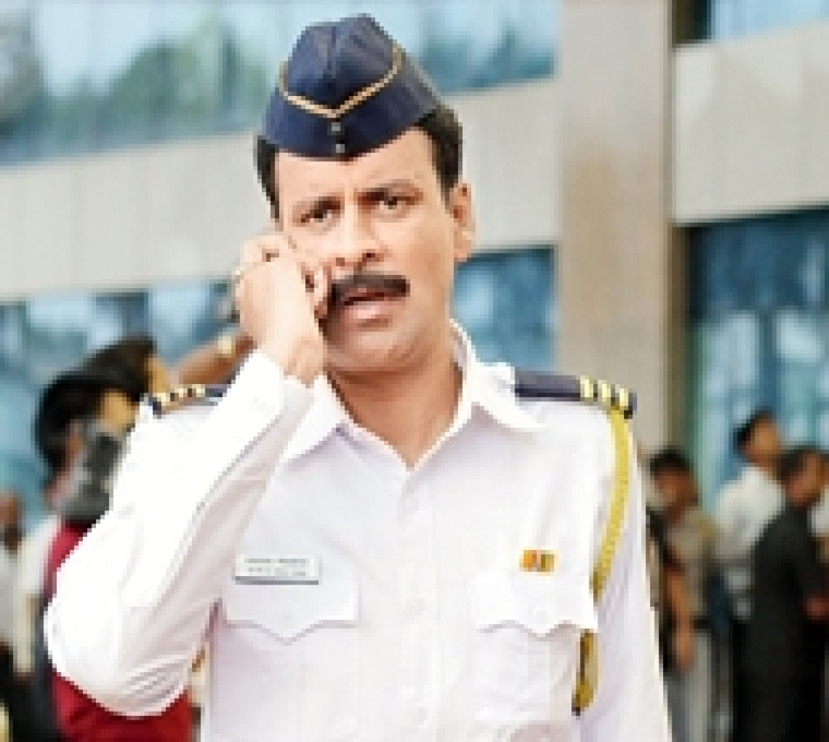Manoj Bajpayee to hold a screening for three Khans!