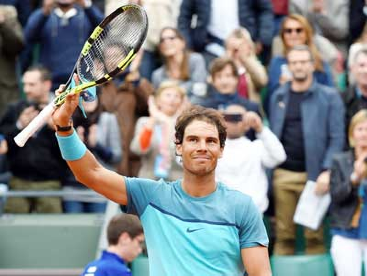 Djokovic, Murray through in Paris as Kerber exits