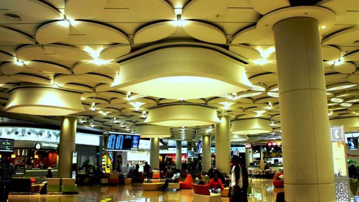 Mumbai Airport Terminal 2… Pic Source (www.i. ytimg.com)
