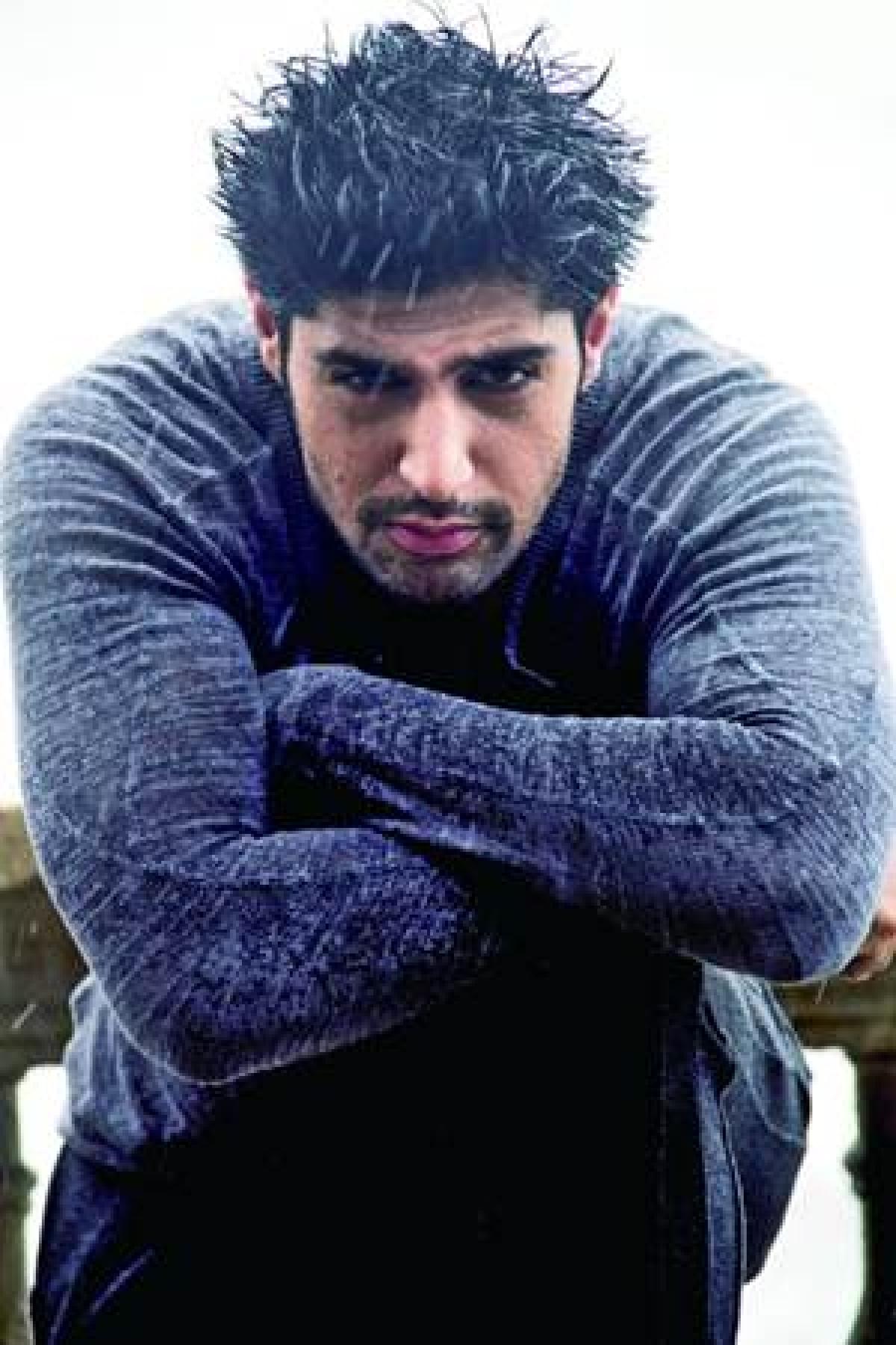 Tanuj Virwani – Hot on film!