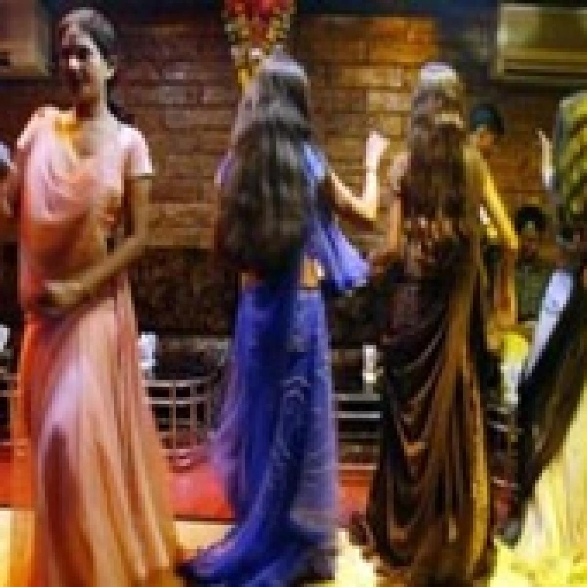Mumbai: Cops put bar girls to floor test on highway