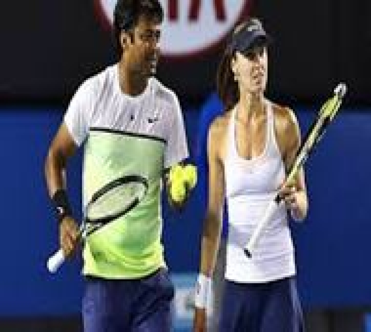 Paes-Hingis reach French Open second round