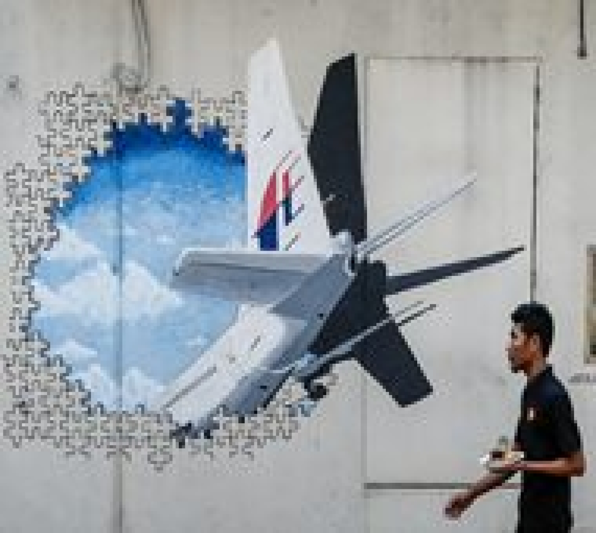 2 more pieces 'almost certainly' from MH370: Malaysia