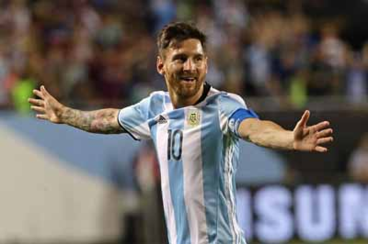 CHICAGO, IL - JUNE 10: Lionel Messi #10 of Argentina celebrates his second goal against Panama during a match in the 2016 Copa America Centenario at Soldier Field on June 10, 2016 in Chicago, Illinois. Argentina defeated Panama 5-0.   Jonathan Daniel/Getty Images/AFP == FOR NEWSPAPERS, INTERNET, TELCOS & TELEVISION USE ONLY ==