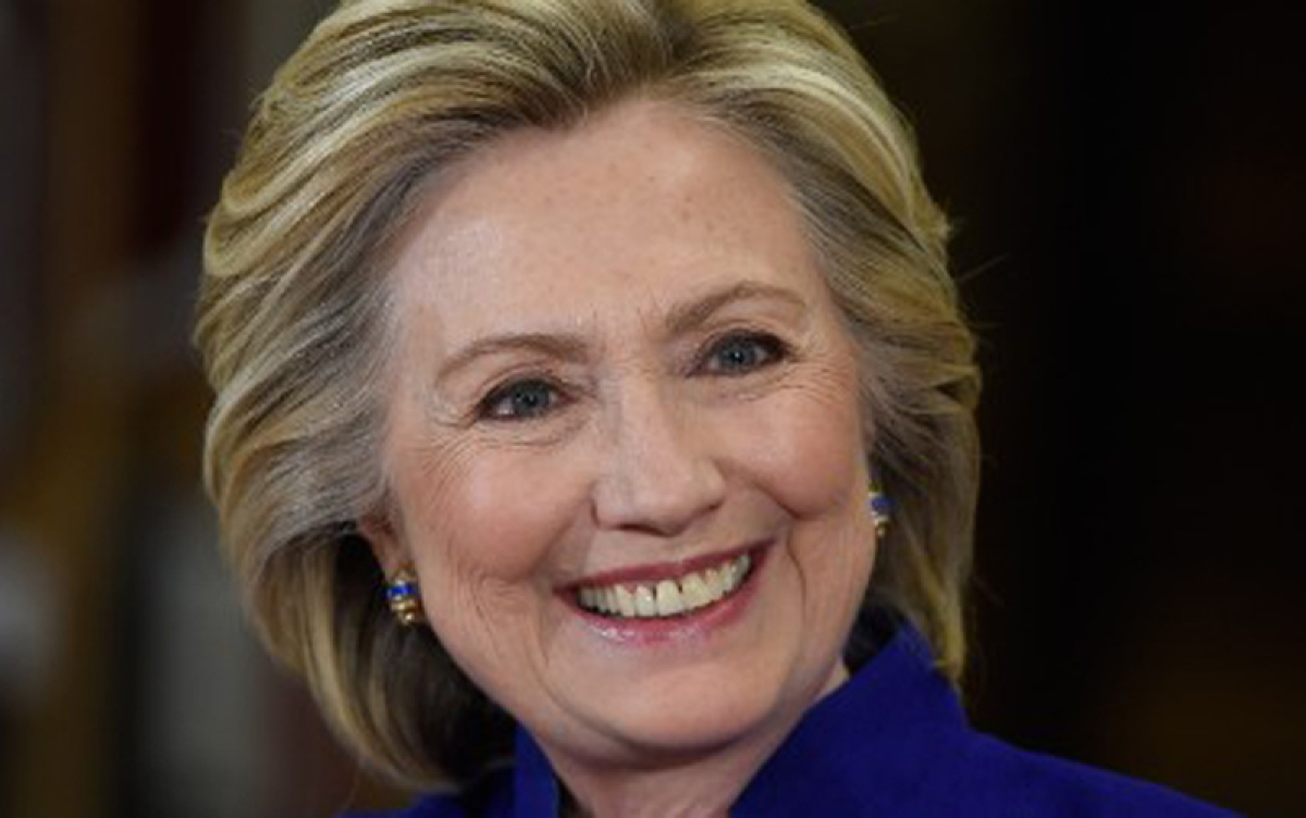 Hillary Clinton releases her 2015 tax returns
