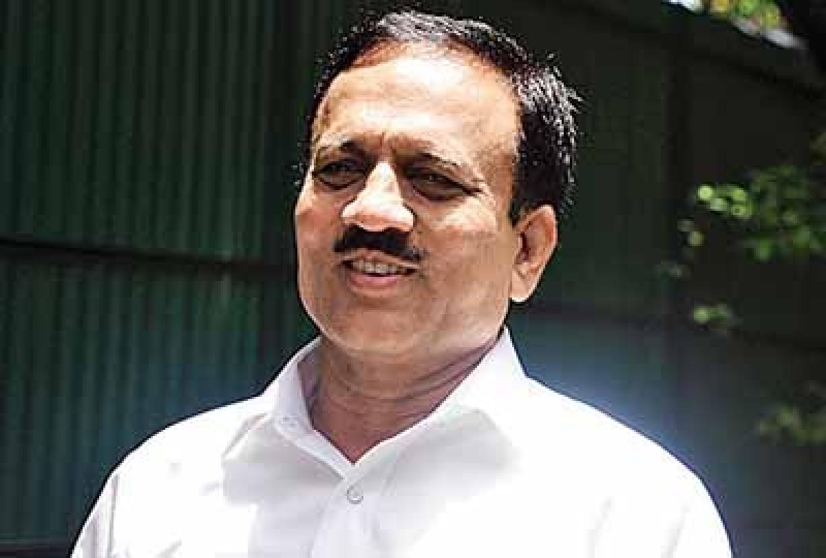 Many MLAs of Congress, NCP in touch with BJP: Girish Mahajan