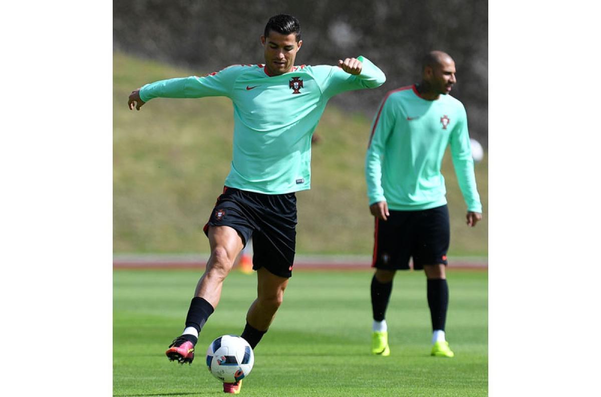 Ronaldo-Lewandowski face off for semis slot