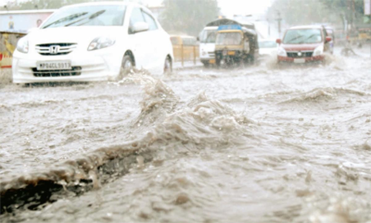 Sharp showers waterlog roads:  BMC's tall claims exposed