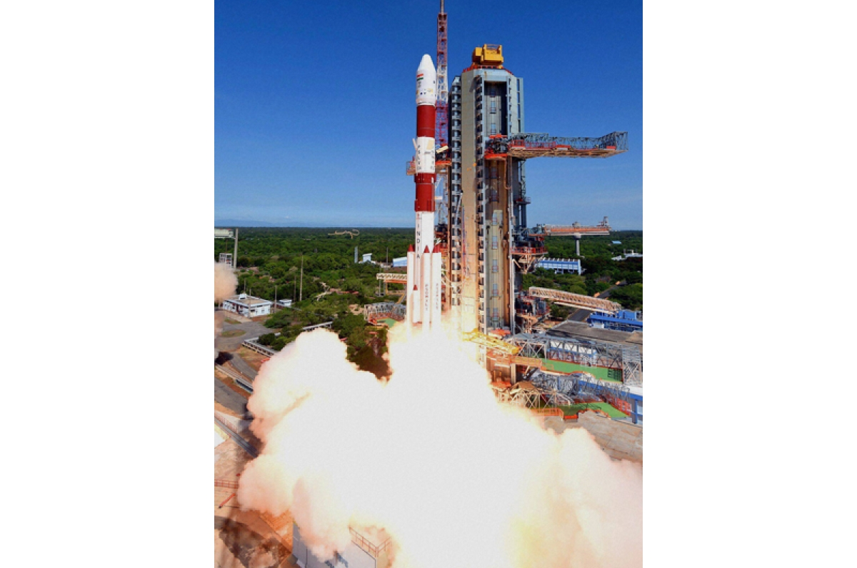 President Mukherjee, PM Modi hail ISRO for historic PSLV launch