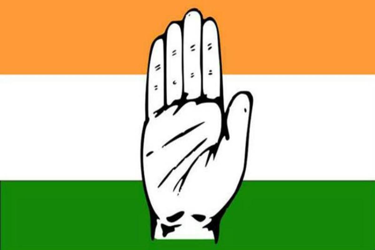 PM Modi trying to save sinking BJP in Gujarat: Congress
