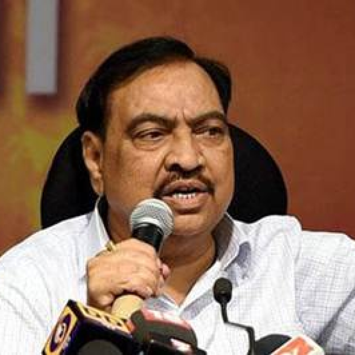 Eknath Khadse hails crop loan waiver that state BJP opposes