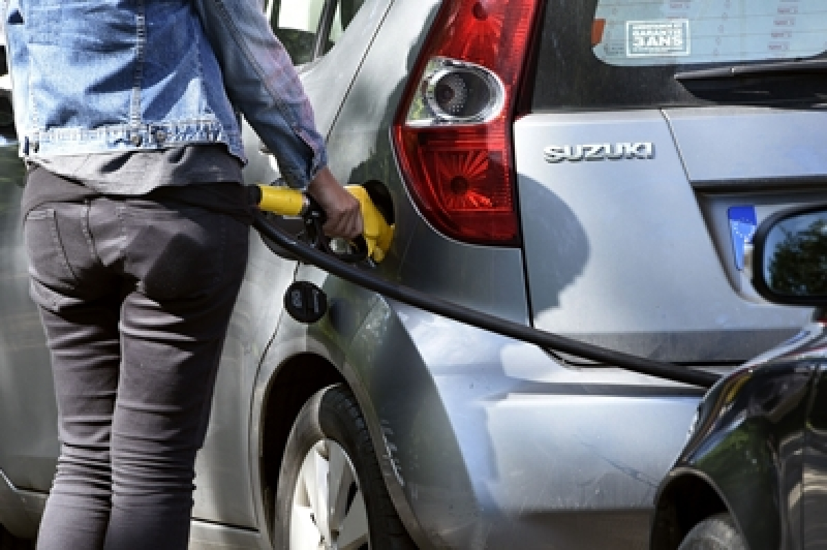 Fuel prices continue to soar, Rs 80 per litre in Mumbai
