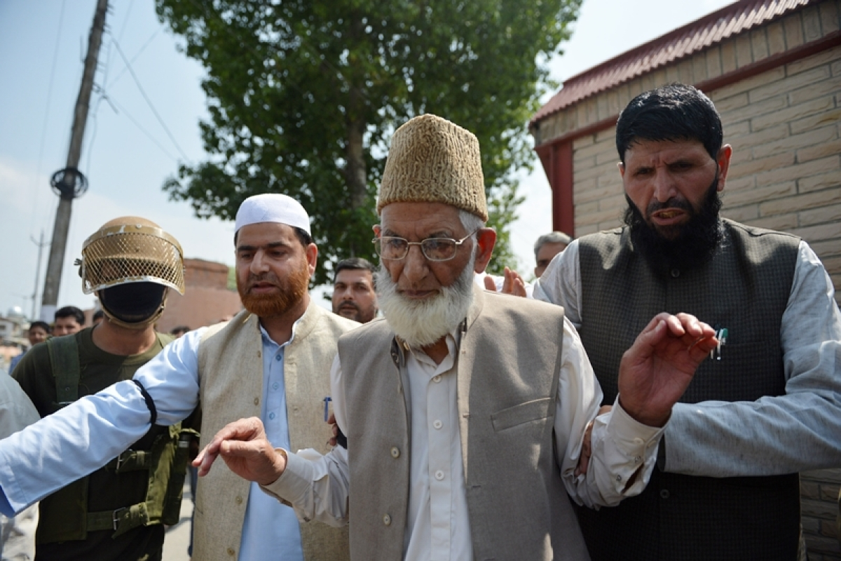 Syed Ali Shah Geelani arrested for defying restrictions
