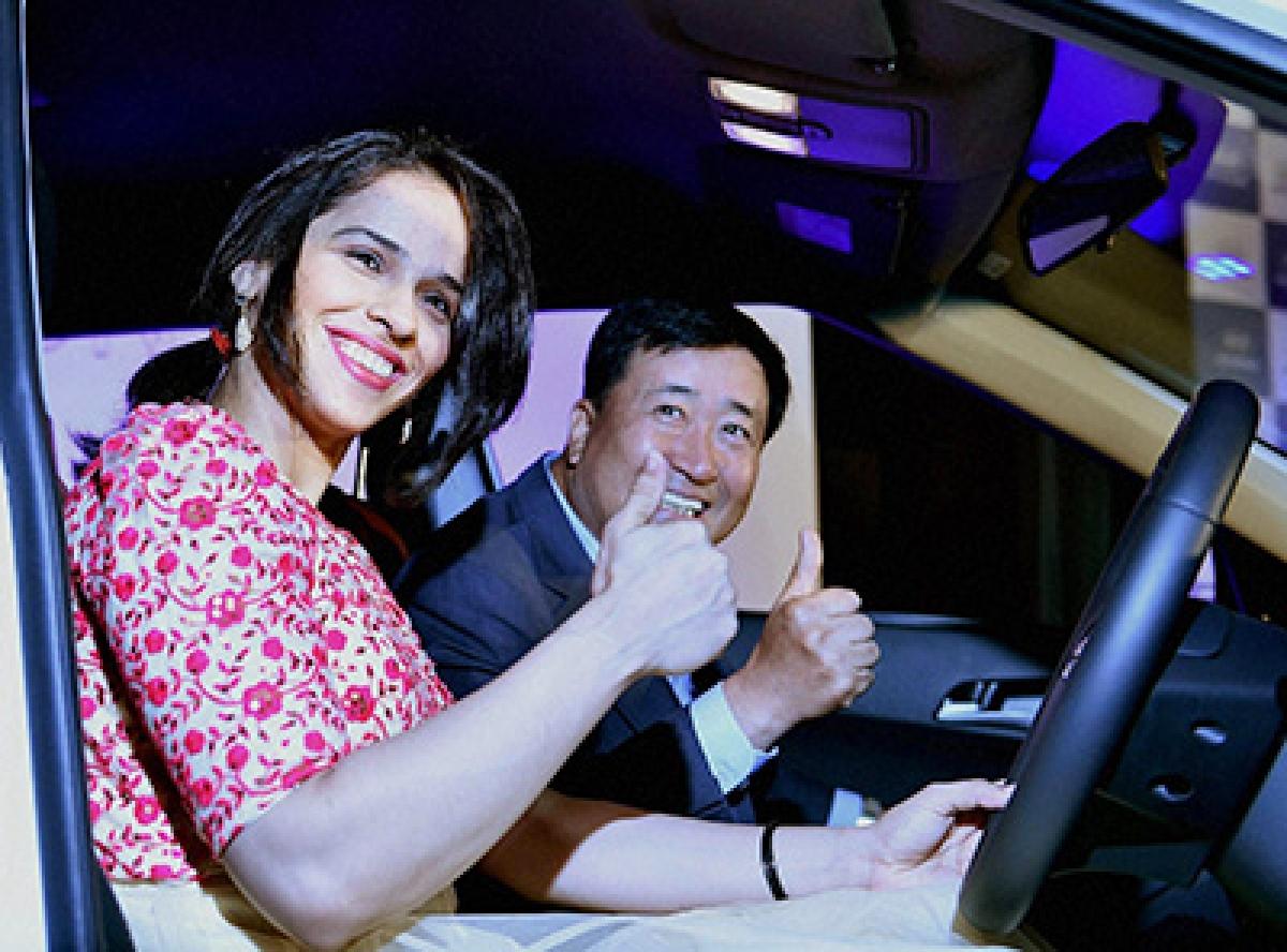 Ace badminton player Saina Nehwal  with Managing Director & CEO, Hyundai Motor India Ltd Y K Koo.