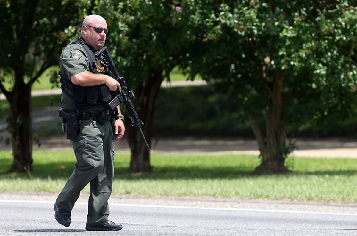 BATON ROUGE, LA - JULY 17: Baton Rouge Police officers patrol Airline Hwy after 3 police officers were killed early this morning on July 17, 2016 in Baton Rouge, Louisiana. According to reports, one suspect has been killed while others are still being sought by police.   Sean Gardner/Getty Images/AFP == FOR NEWSPAPERS, INTERNET, TELCOS & TELEVISION USE ONLY ==