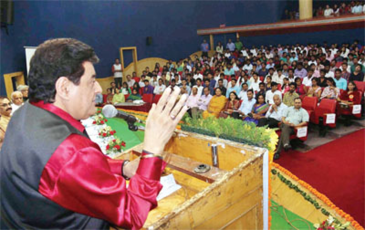 Gajendra Chauhan heckled at Makhanlal Varsity; says it is democratic