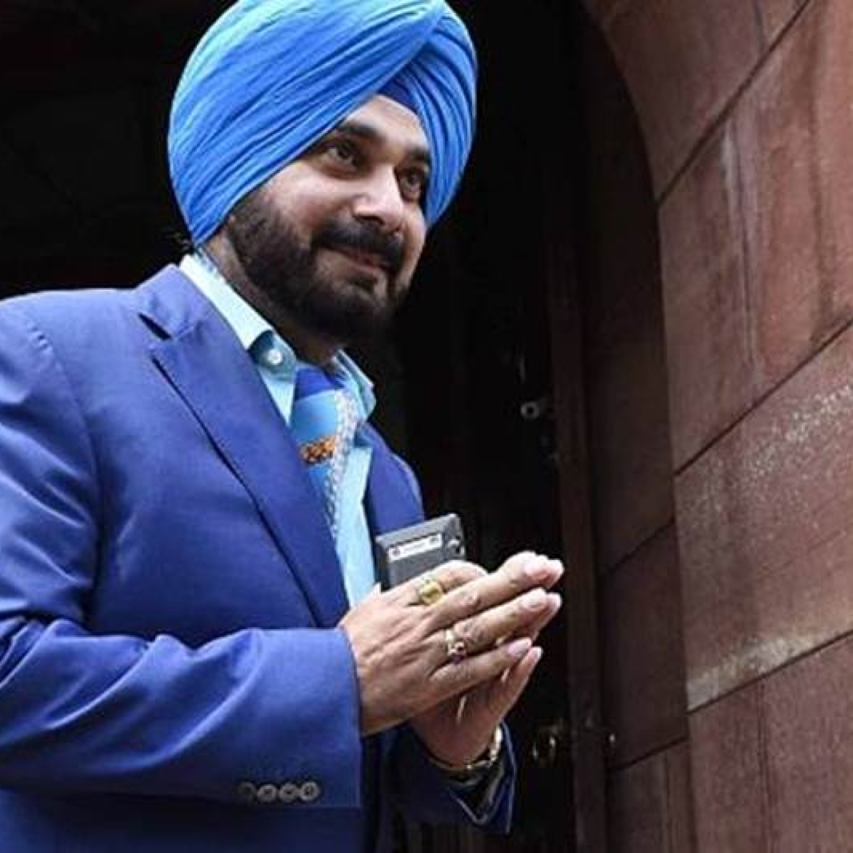 Navjot Singh Sidhu thinks there are 14 crore Sikhs in India instead of 2.4 crore