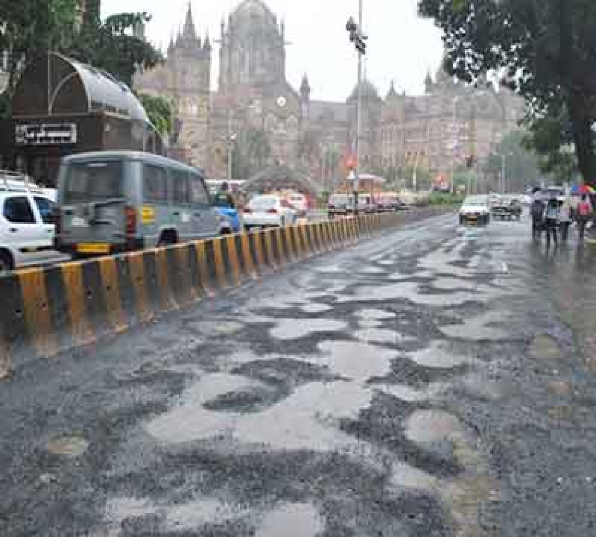 Poth holes near BMC head office due to heavy rain in Mumbai