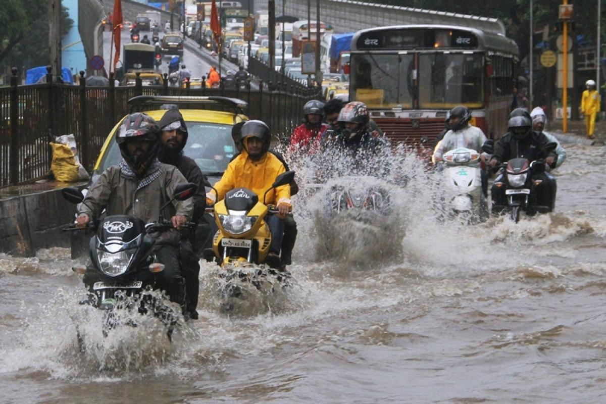 Mumbai Potholes: Lodge complaint with road engineers