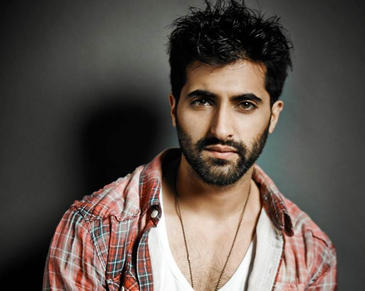 Akshay Oberoi wasn't 'finalized' for role in Aishwarya-starrer