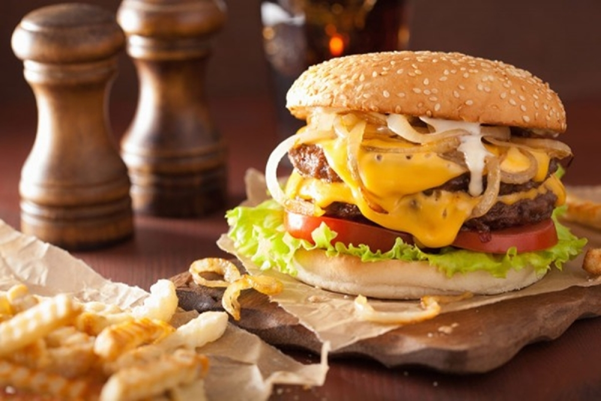 Pune: Man chokes throat, spits blood after eating burger with 'pieces of glass' in it