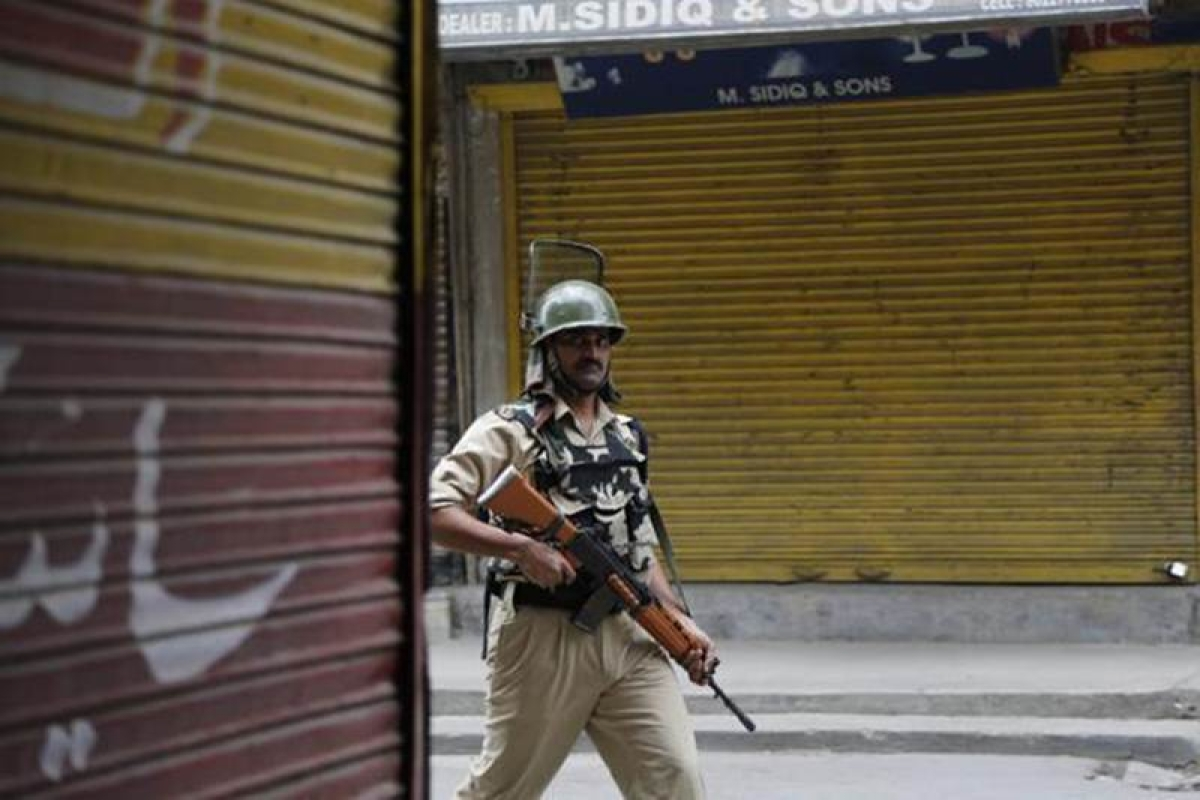 Curfew re-imposed in South Kashmir in view of separatists march