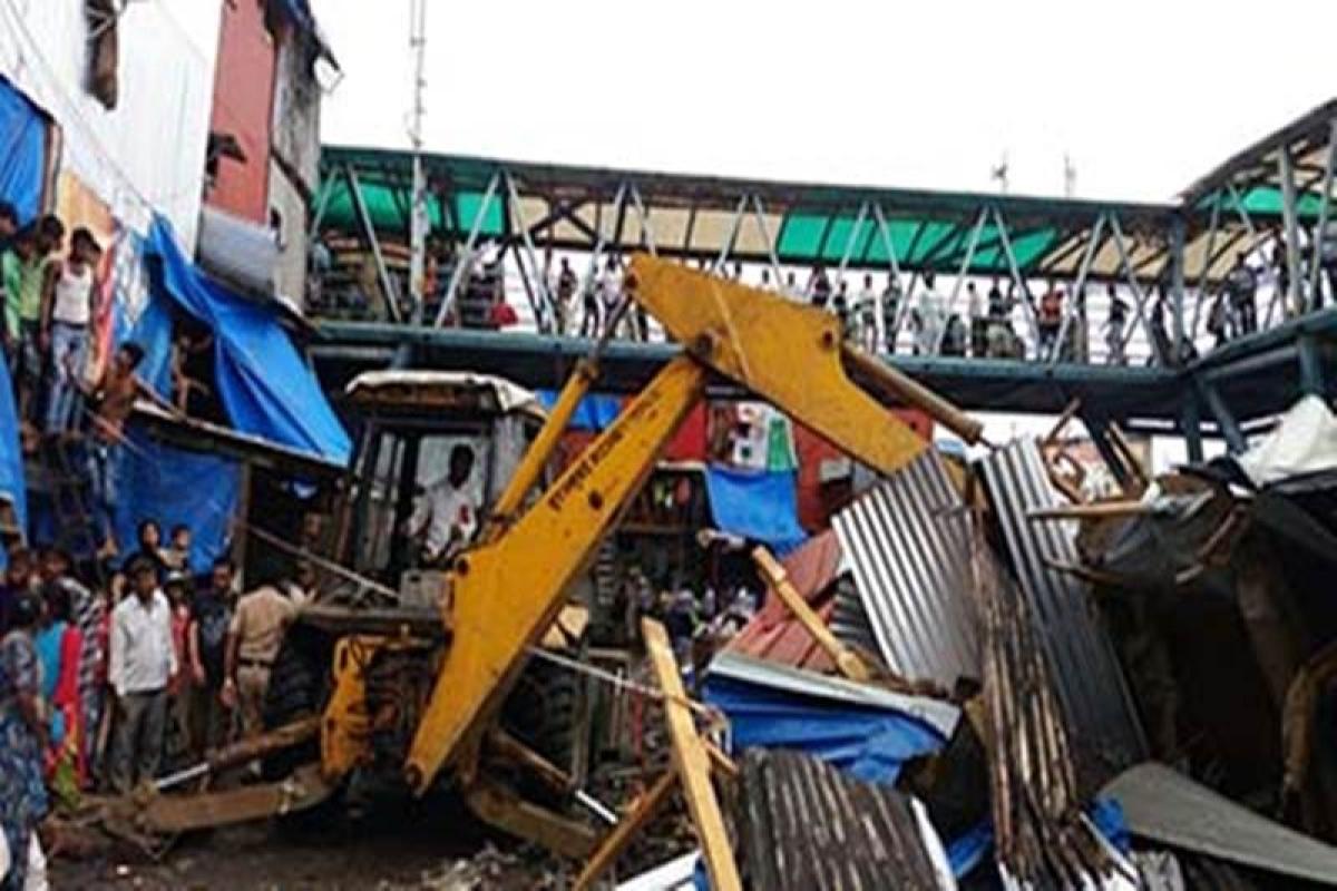 BMC razes 25 illegal structures in Bandra