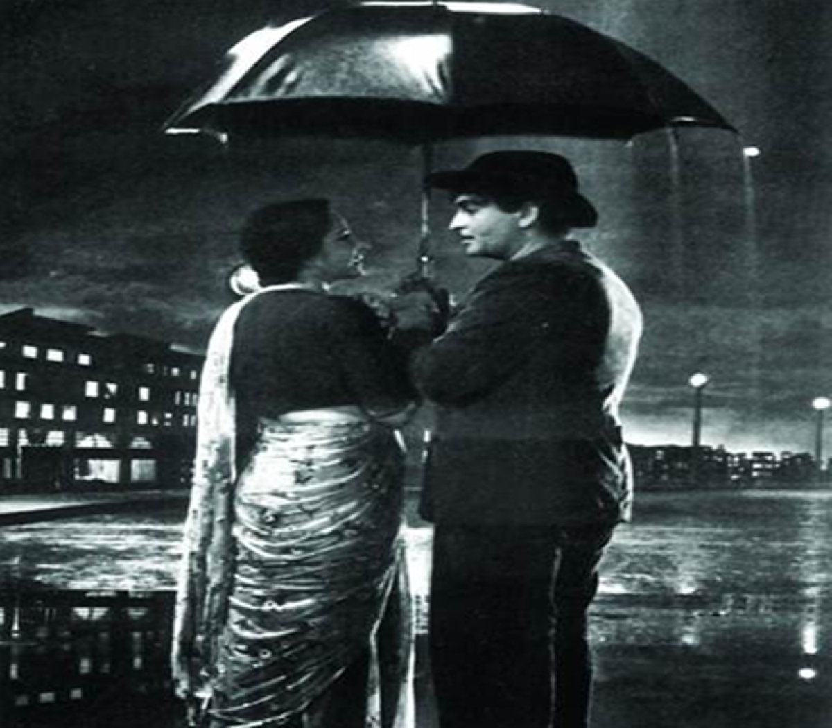 Mumbaikars, as you soak in the monsoon fever, listen to these Bollywood melodies