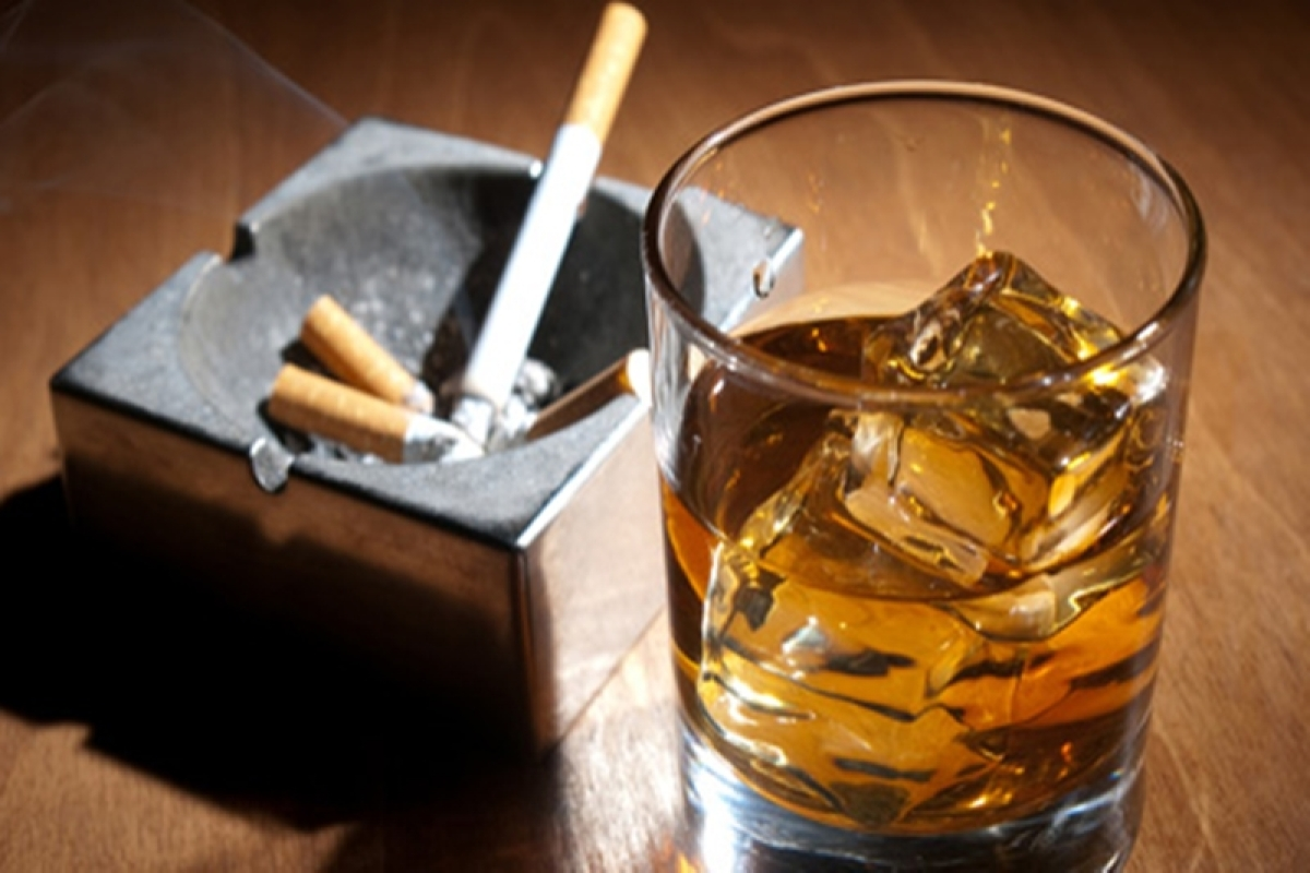 Smokers quitting tobacco also drink less alcohol: study