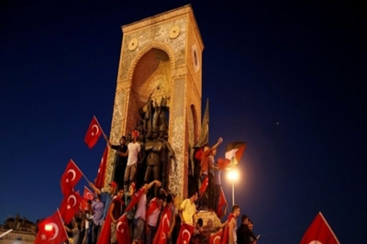 Turkey rounds up plotters after thwarting anti-Erdogan coup