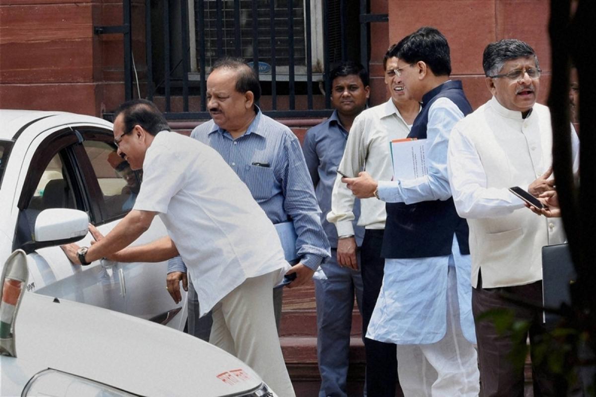 BJP will stake claim to power if Congress-JDS govt falls: Sadananda Gowda