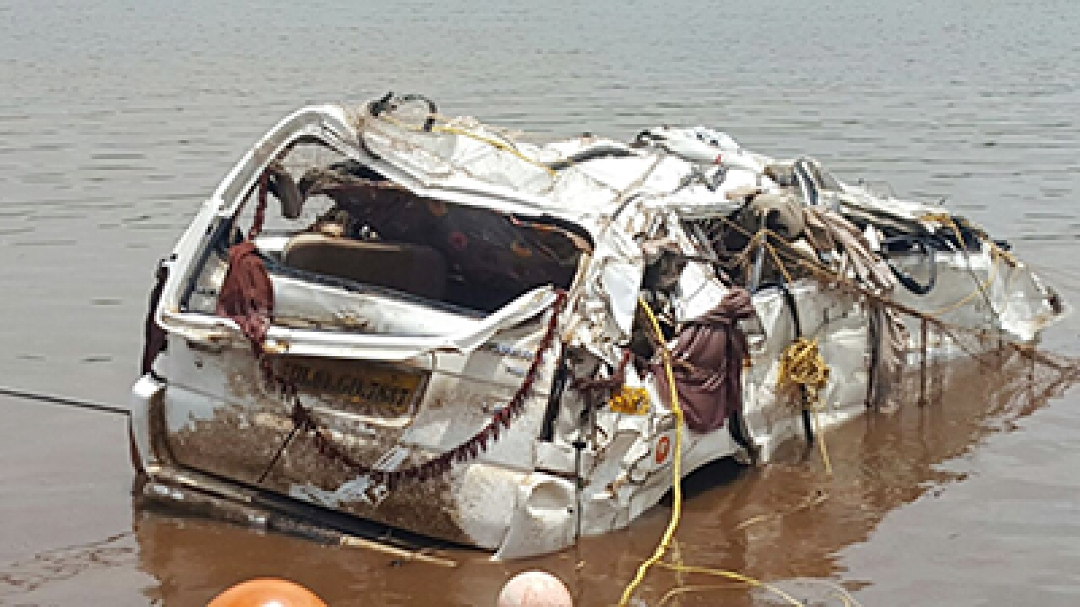 Mahad bridge mishap: SUV found with 2 bodies; toll now 28