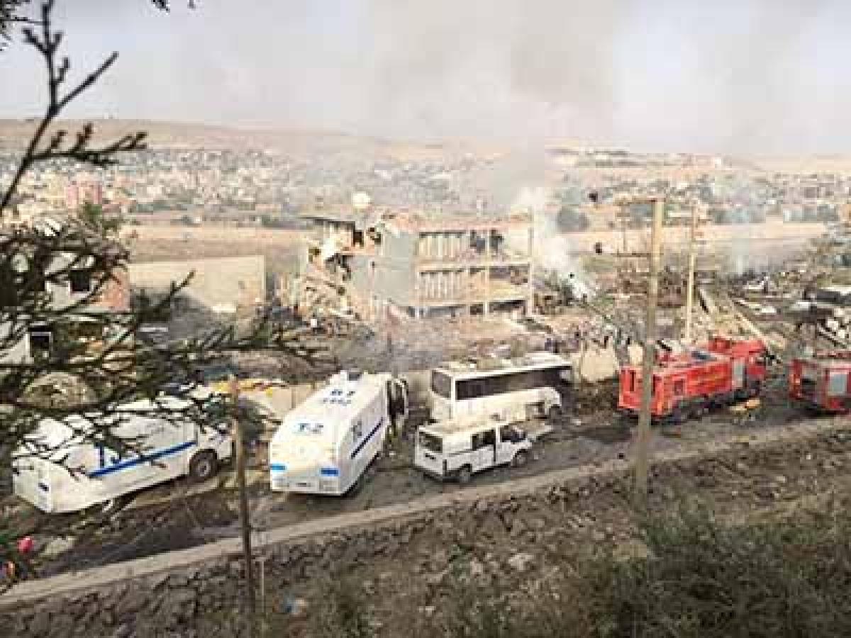 Suicide truck bomb kills 11 cops, injures 78 in Turkey