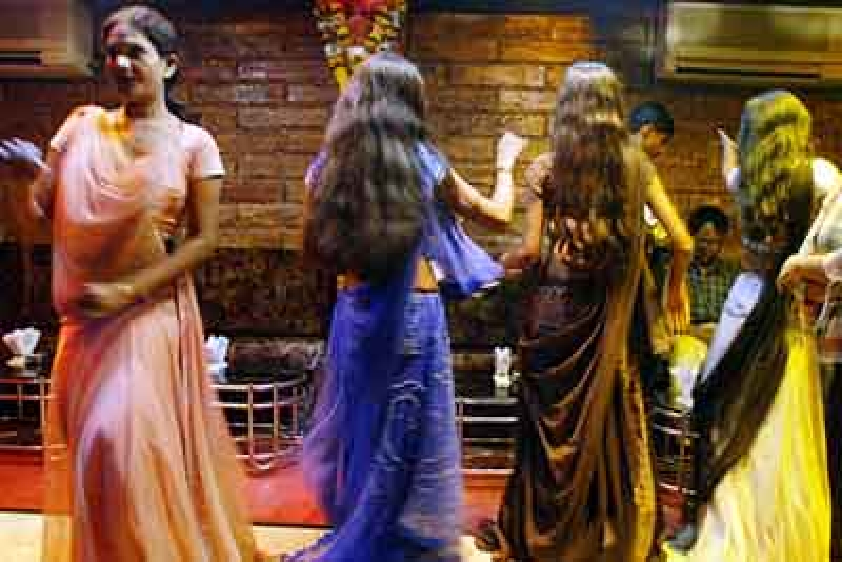Mumbai: Customer attacks dance bar waitress at Grant Road