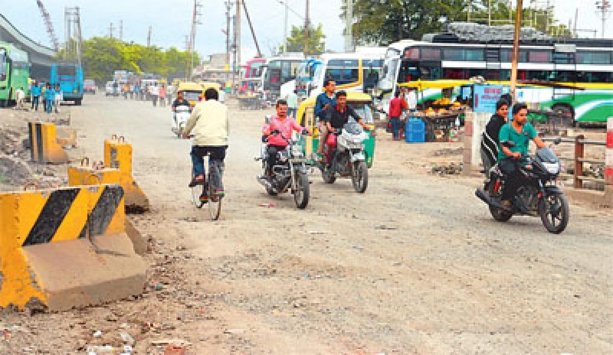 Teen Imli Sq: Where rain turns bus stand into pond