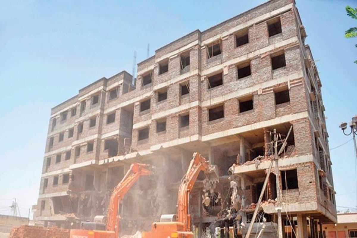 MCGM demolition: Illegal structure in Nagpada being razed