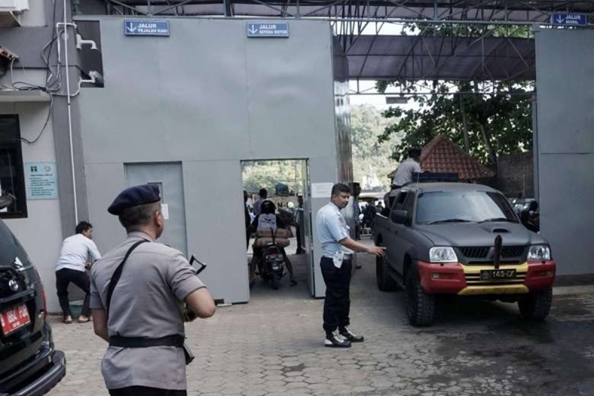 Convicts in dark for hours about Indonesia execution reprieve