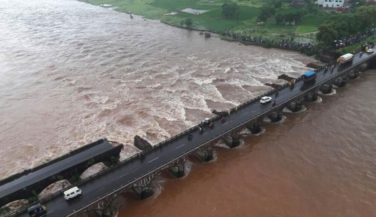 (Watch Video) Rain Fury: Vehicles swept as bridge on Mumbai-Goa highway collapses