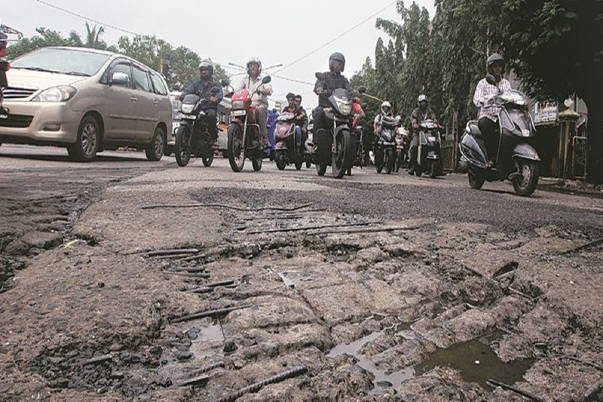 Big Potholes  and bad road   opposite Central Mall,Terdeo on Wednesday. Express Photo by Kevin D'Souza.  24.06.2015. Mumbai.