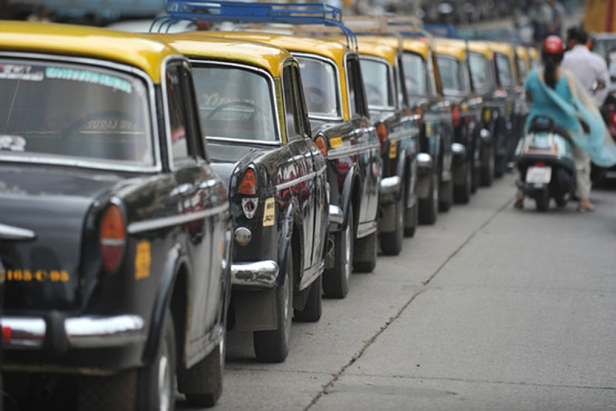 Kaali-peeli protest! Mumbai taxi unions oppose state government's plan of installing GPS in taxis