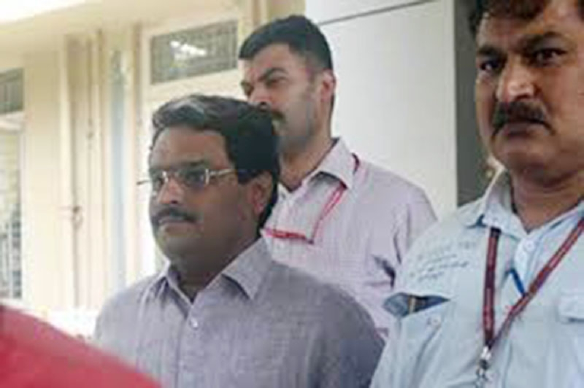 CBI arrests Jignesh Shah, will be produced in special court