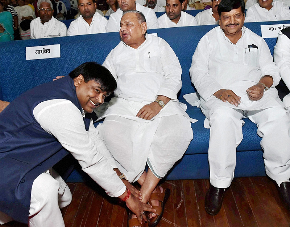 Akhilesh reinducts tainted  UP minister amid furore