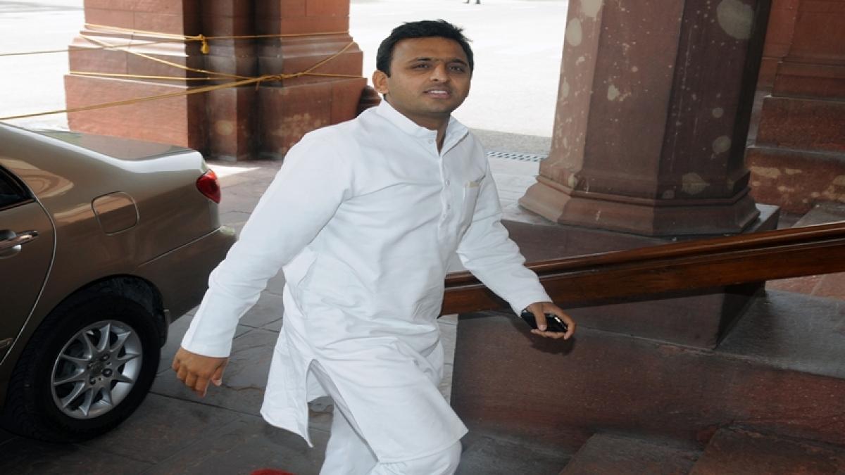 Akhilesh Yadav meets Uttar Pradesh Governor Ram Naik