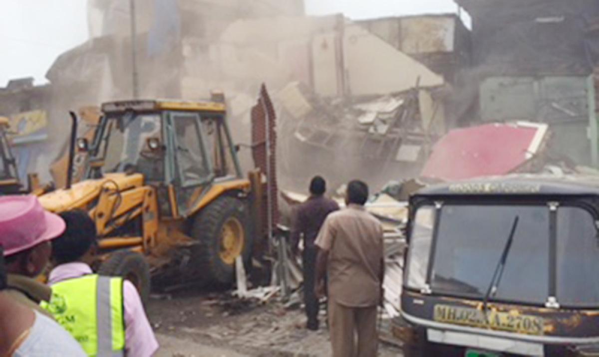 MCGM demolishes 78 hutments in Andheri