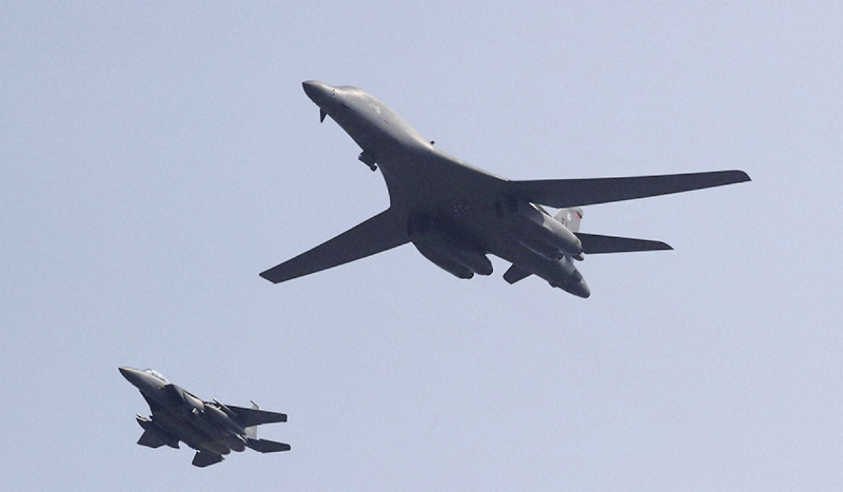 US flies bombers over  S Korea to tame North