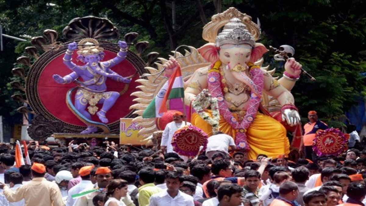Mumbai: Festival season turns out 'time to be seen' for city politicians