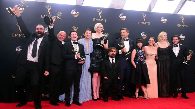 TOPSHOT - Cast & crew of 'Game of Thrones' pose with the Emmy for  Outstanding Drama Series, in the press room during the 68th Emmy Awards on September 18, 2016 at the Microsoft Theatre in Los Angeles.  / AFP PHOTO / FREDERIC J BROWN
