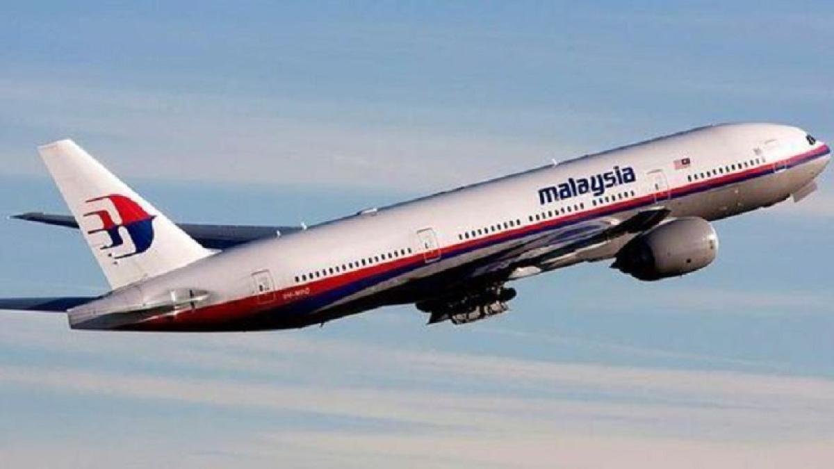 MH370 'debris' handed to Australian agency