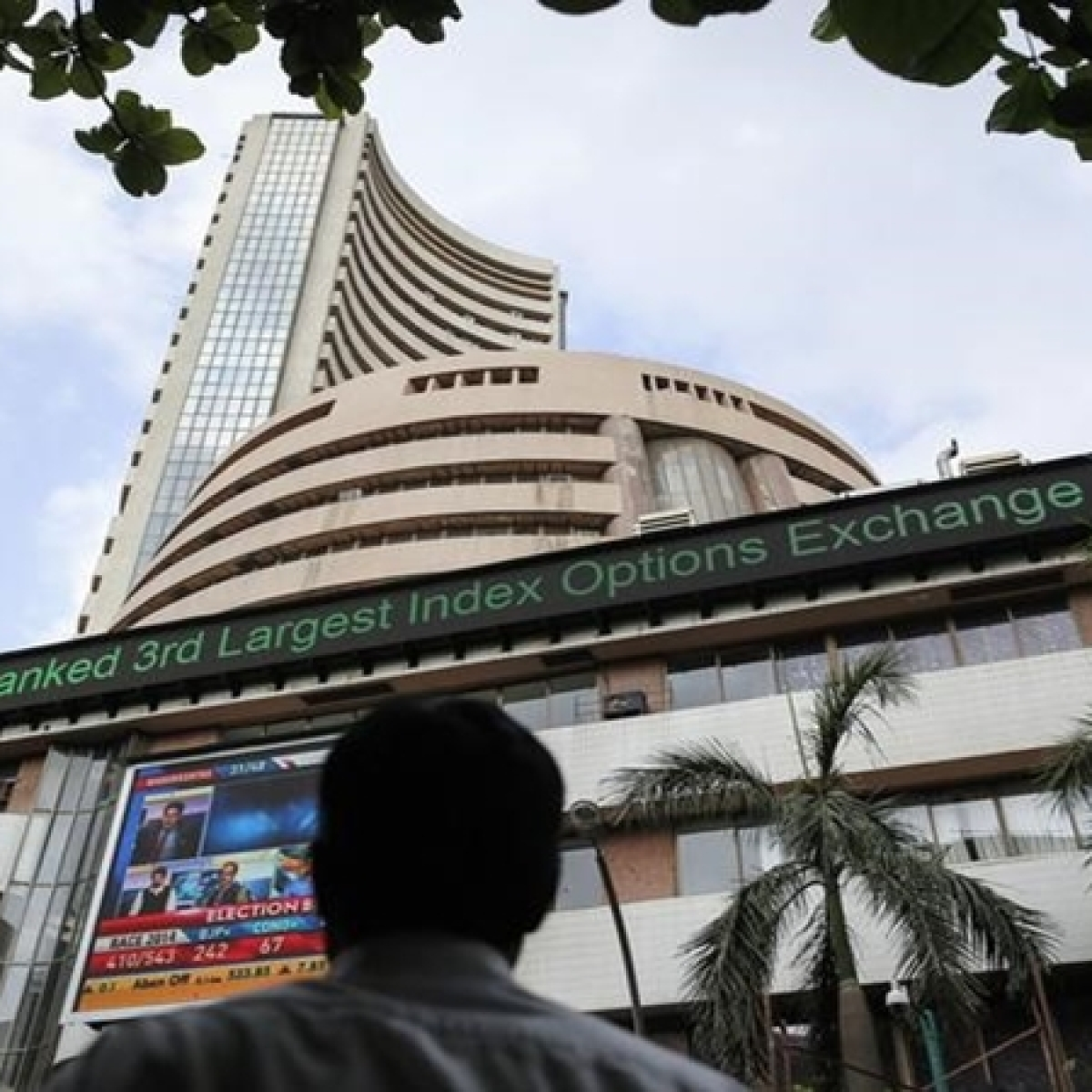 Sensex falls by over 350 points, metal and auto stocks lose shine